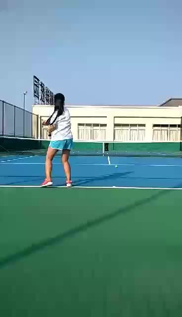 Tennis ball machine with li-battery and remote control