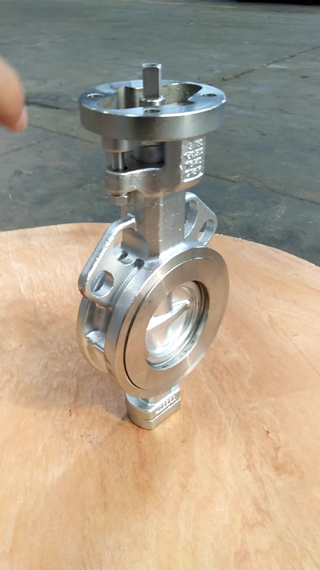GGG40 Ductile Cast Iron Wafer Style Double Eksentrisitas EPDM Segel Butterfly Valve Dioperasikan Oleh Gearbox