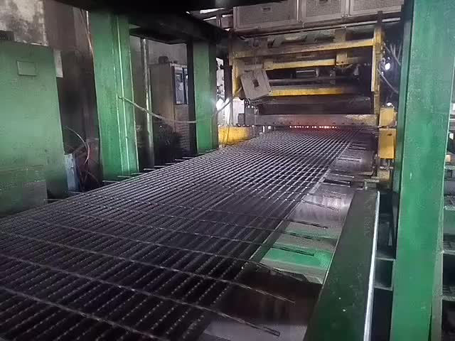 Heavy galvanized duty metal steel grating platform