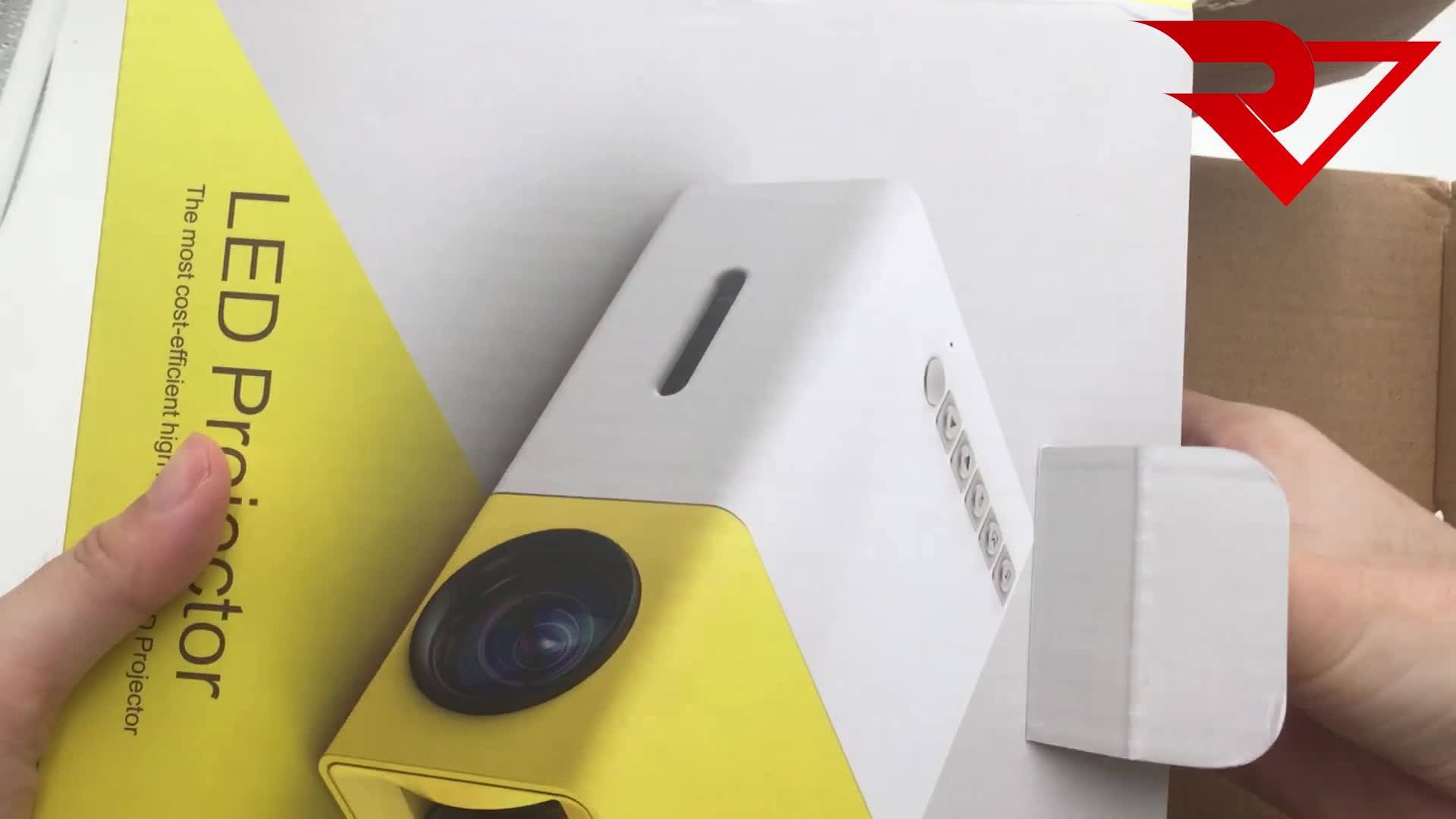 YG-300 Mini led projector HD 1080 portable home theater pocket cheap price YG300 lithium battery (without Lithium battery insid)