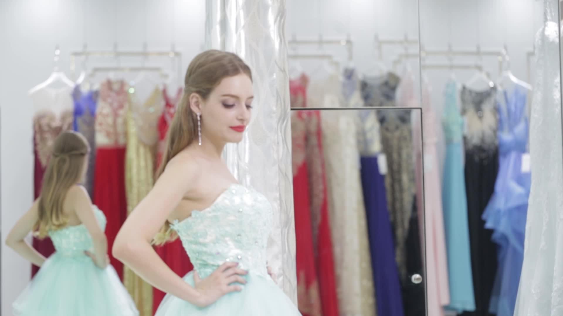 Corée style encolure appliqued pleine longueur robe de mariage 2018 robes de mariée