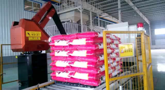 Palletizer robot/robotic arm used in food industries