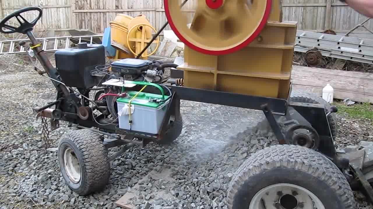 Diesel Engine Tyre Mounted Mobile Stone Crusher