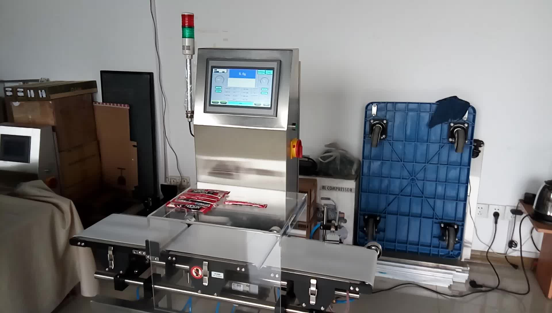 High sensitivity in-motion checkweigher with air jet rejector