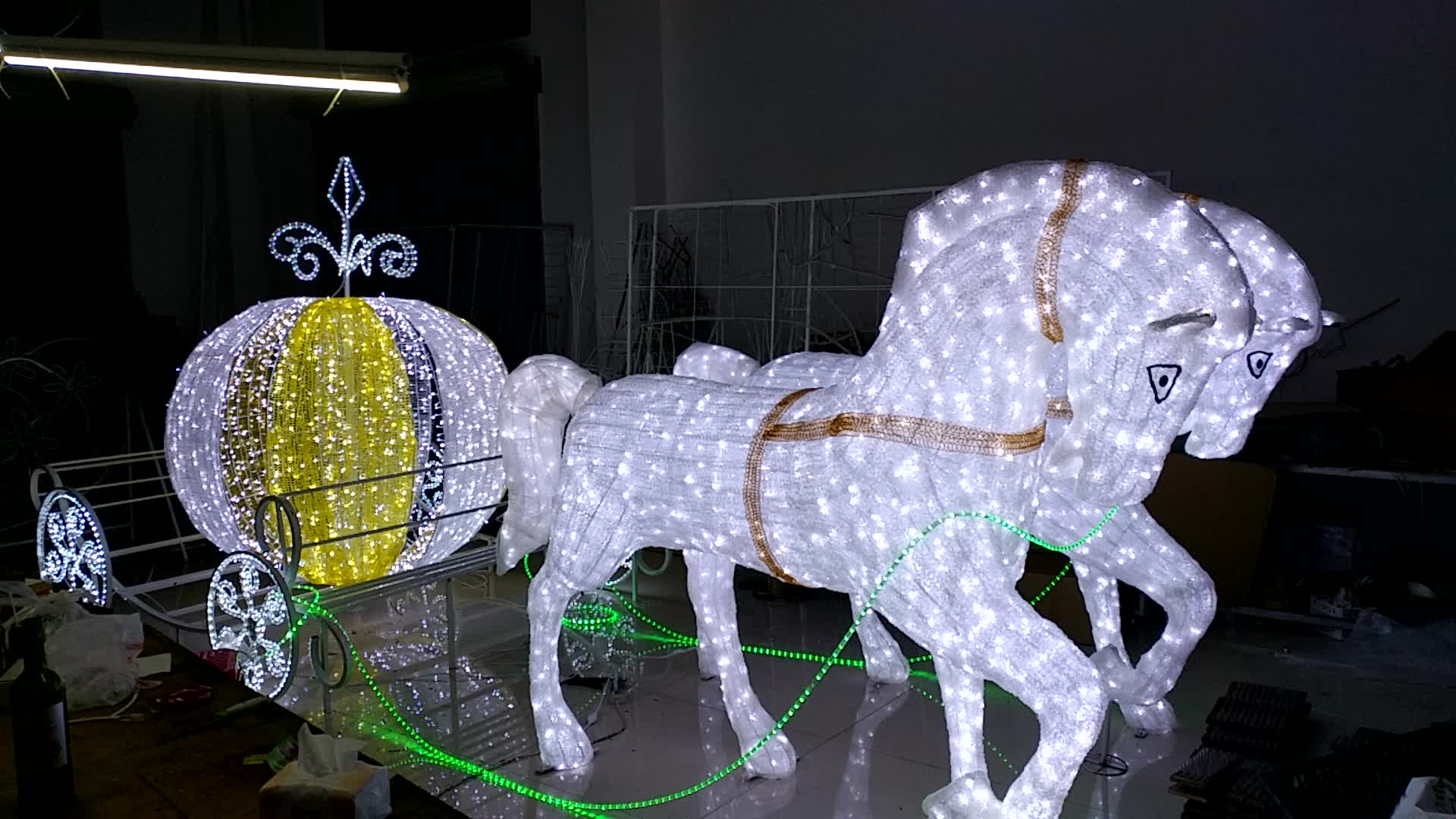 Horse carriage large outdoor christmas decorations buy for Large outdoor christmas displays