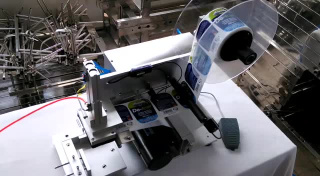 Semi Automatic Flat Surface and Square Bottle Label Applicator