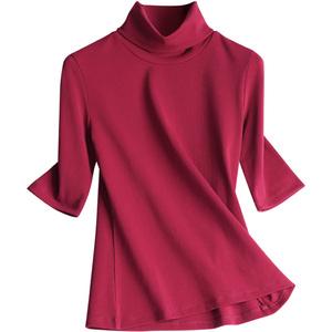 恋黎酒红色半高领t恤配短裙打底衫