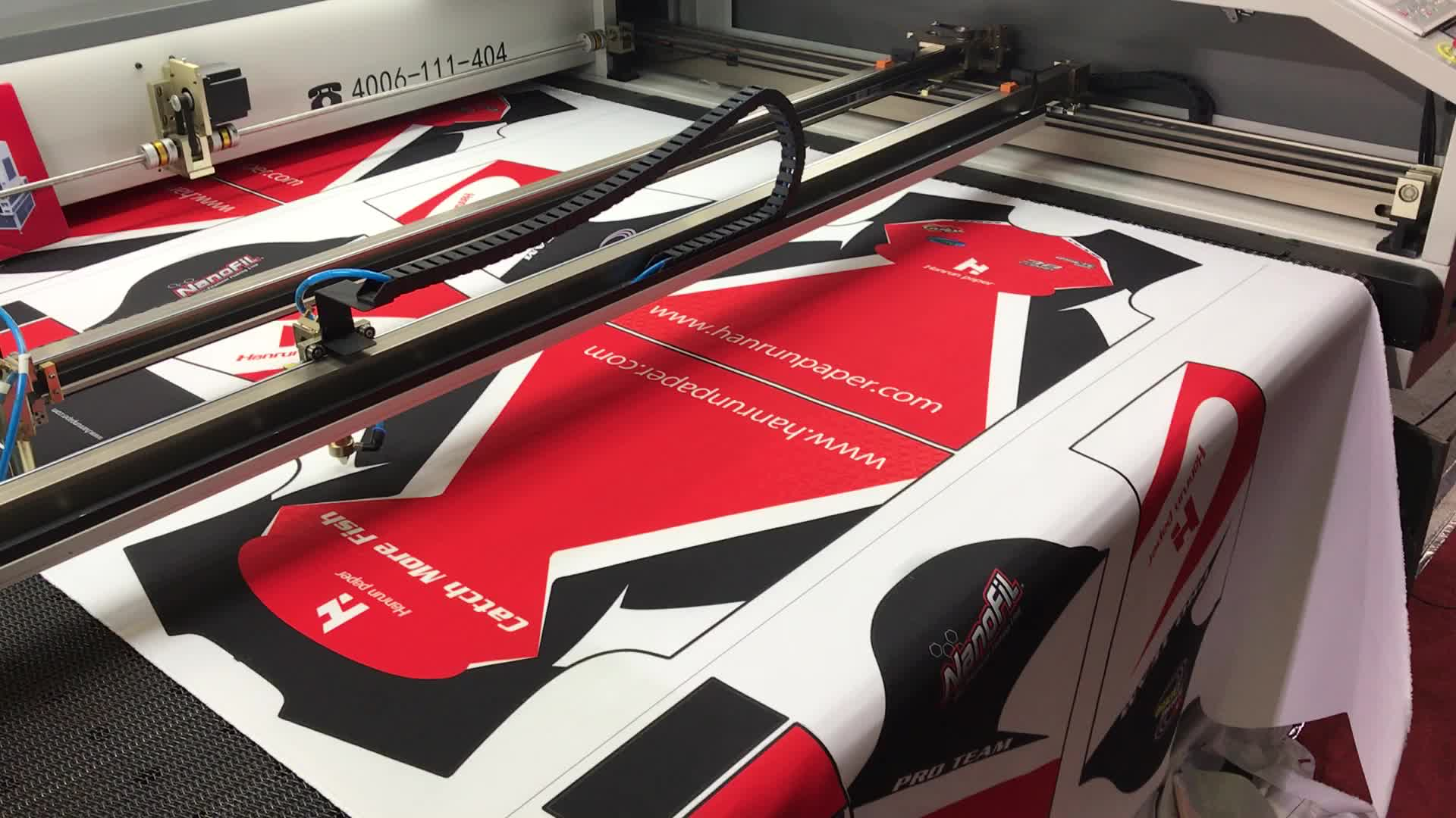 2 Double Heads 1.8m Width Automatic Laser Cutting Machine For Sublimation Sportswear