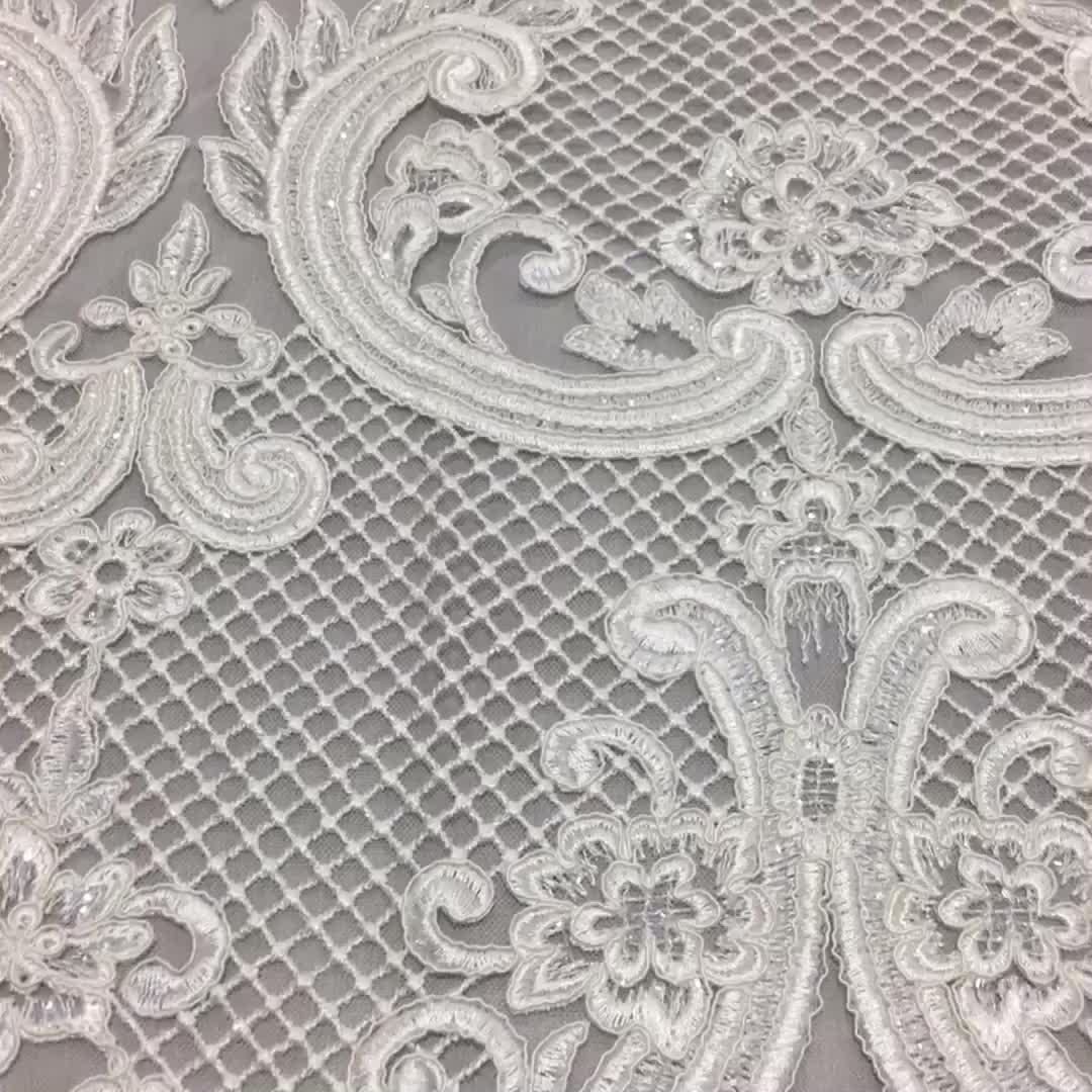 Latest Style Elegant wholesale white Chantilly bridal lace fabric