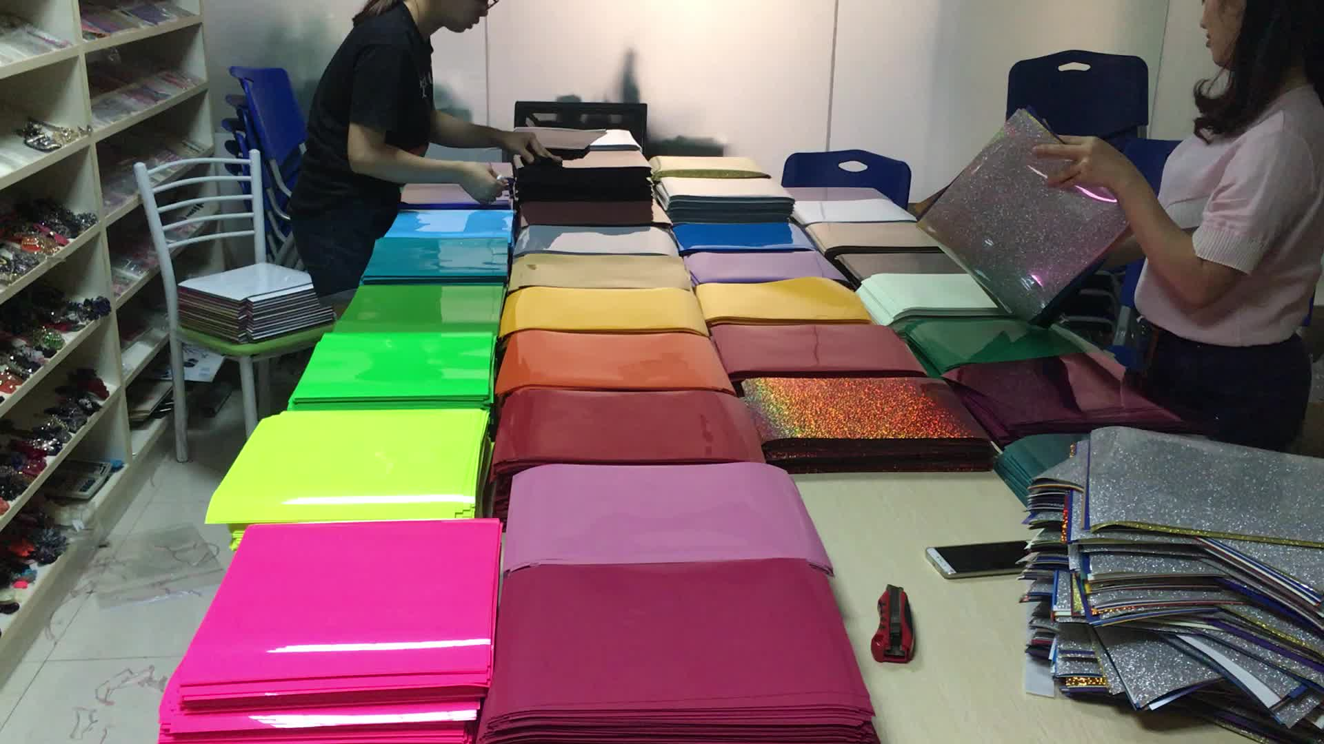 2018 top sale korean quality Assorted Colors glitter heat transfer vinyl sheets for T Shirts Hats and Clothing