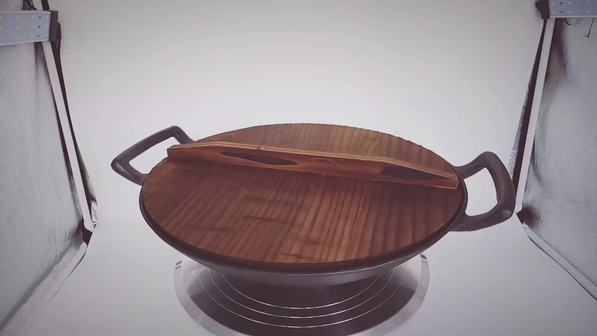 Cast iron Wok with two ears and wooden cover