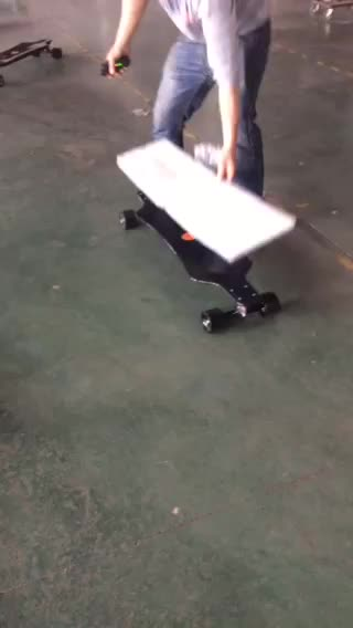 Parkour young people love it badly carbon fiber electric skateboard longboard 11.6Ah and 8.8Ah for options