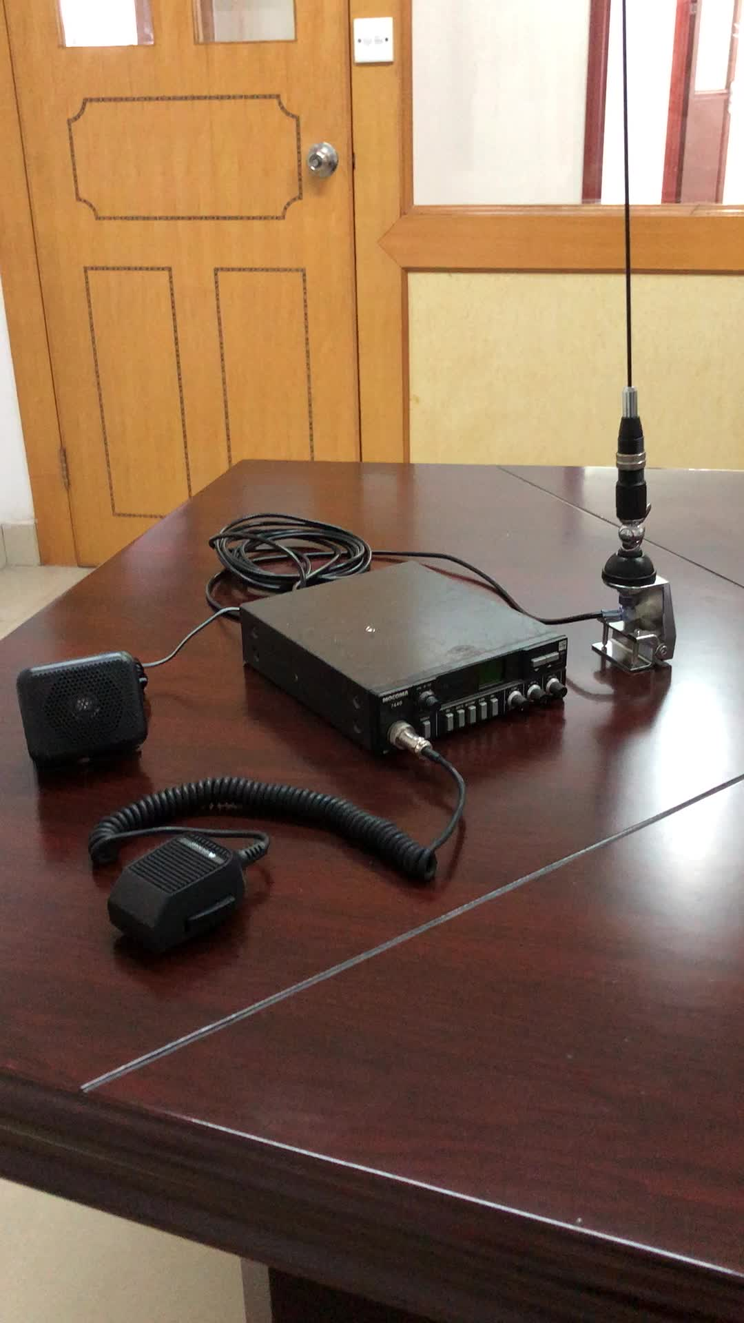Fabricación de jamón Radio de dos vías montaje tipo coche móvil 27MHz CB Antena de coche para la comunicación