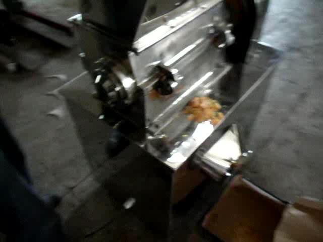 100-500キログラム/時間ドライクルミ殻クラッシャー破砕ナットシェルスマッシング機