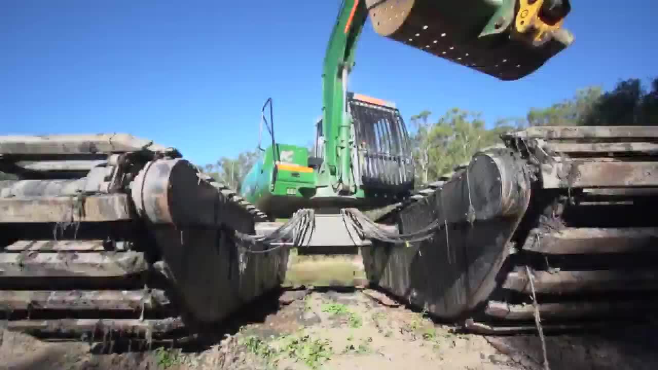extendable amphibious excavator undercarriage pontoon