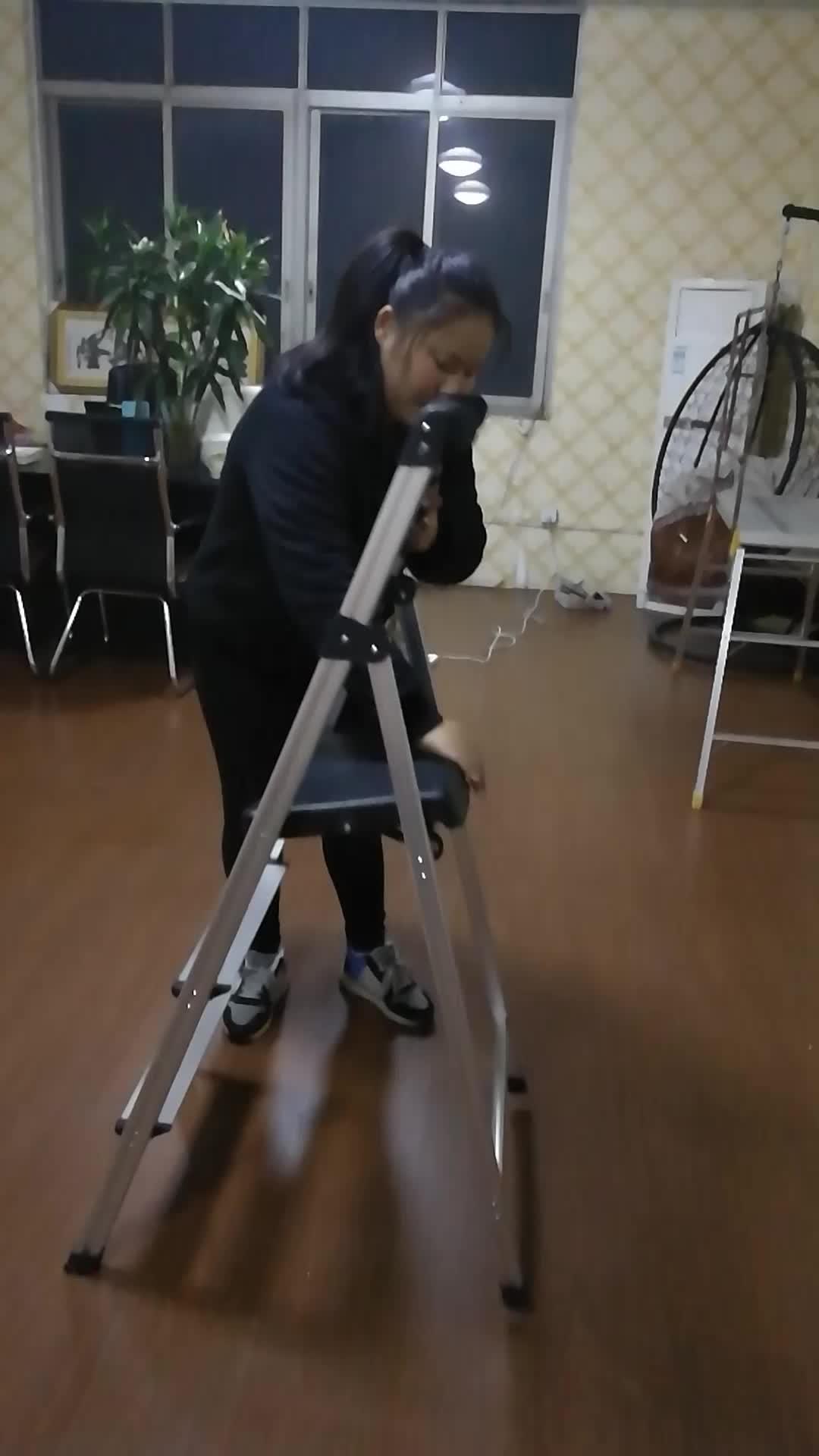 AY-H004 Gemakkelijk vouwen ijzer huishouden stap ladder 4 stap met handvat met lade