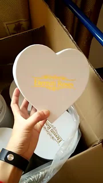 Customized heart shape waterproof paper flower packaging box for flowers made in Dongguan