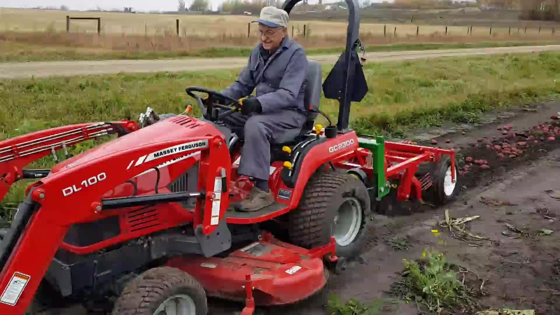 Küçük tarım makineleri Mini Tatlı traktör patates biçici