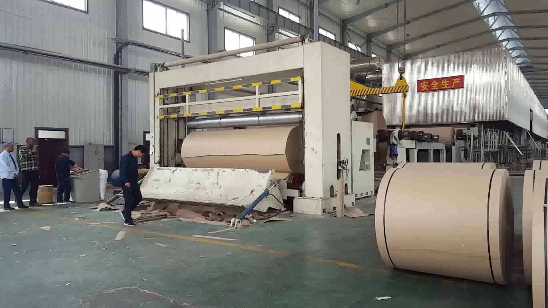2400mm marrón Kraft rollo de papel que hace la máquina de cartón residuos reciclaje paja cáñamo máquina de procesamiento de la fibra