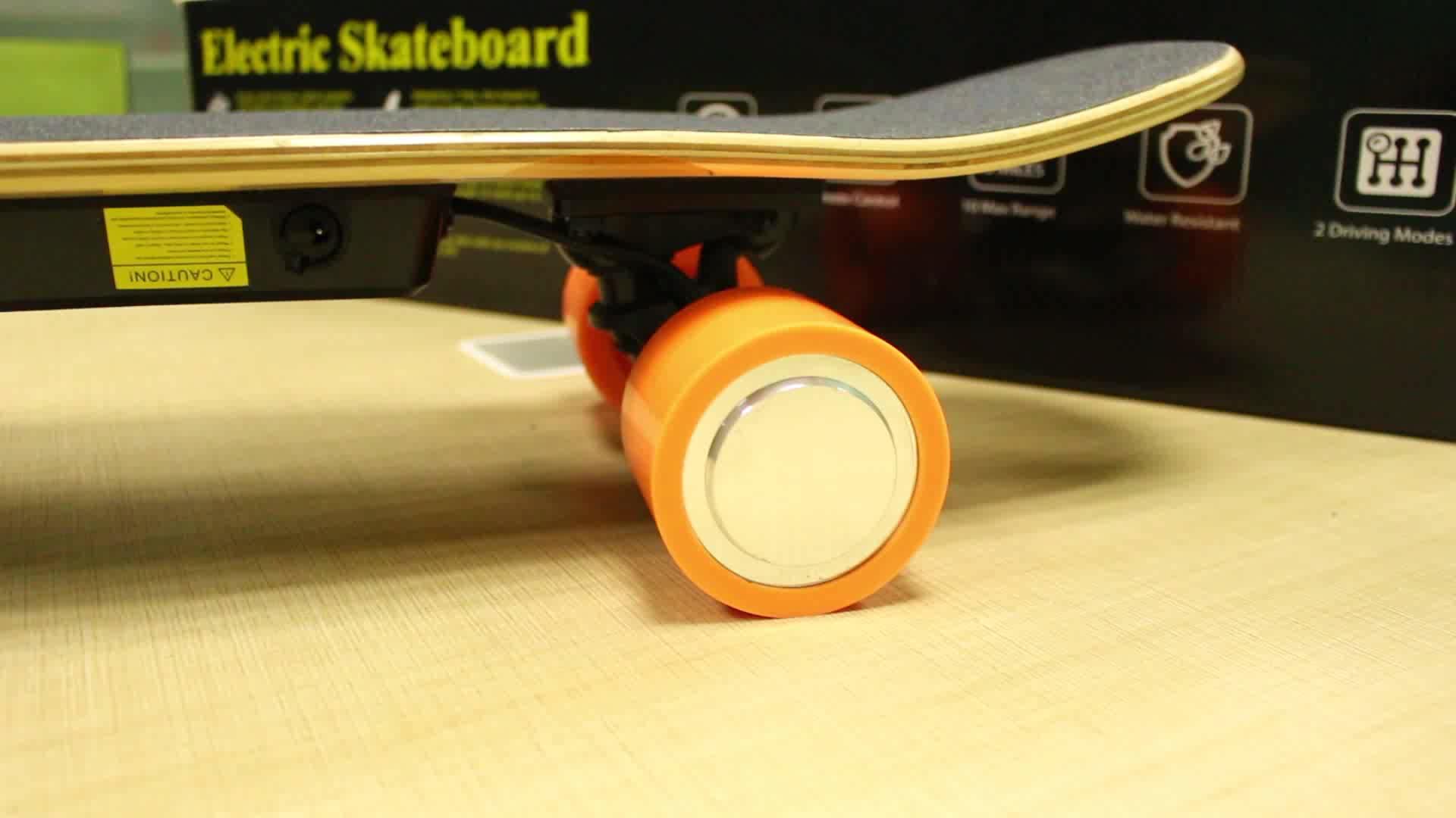 Barato 4 Roda de skate elétrico 2.2A placa de skate pé Price