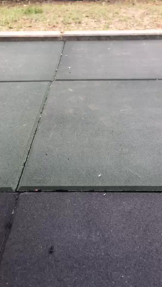 Recycled interlocking rubber gym flooring tiles