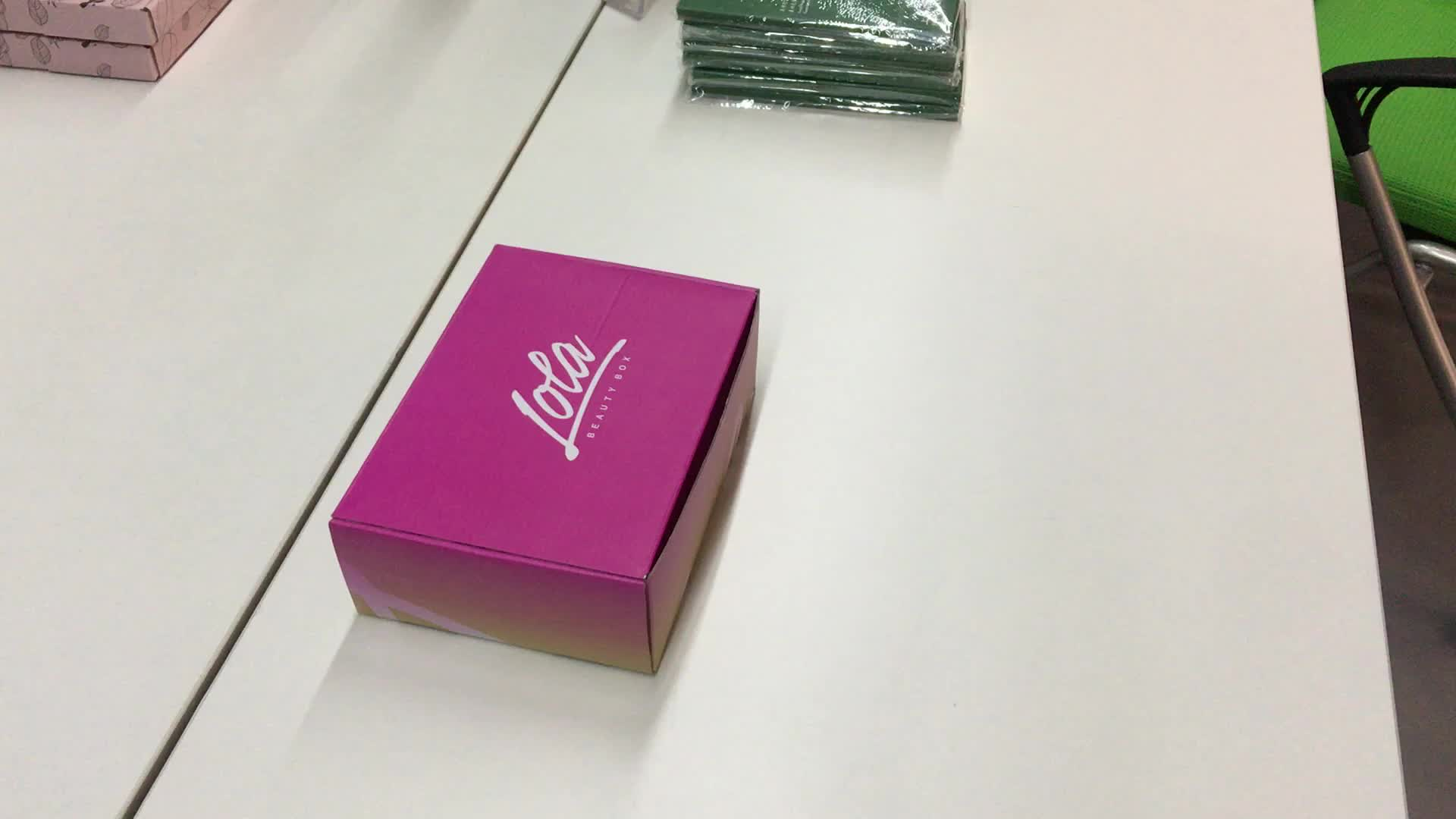 Custom Corrugated Folding Paper T-shirt Clothes Wholesale Shoes Boxes for Clothes Packaging Mailer Tuck Top Gift Boxes