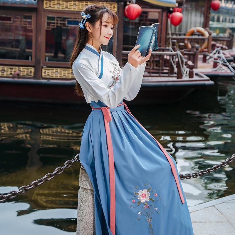 实拍原创传统刺绣冬装汉服女交领复古齐腰襦裙日常春款套装