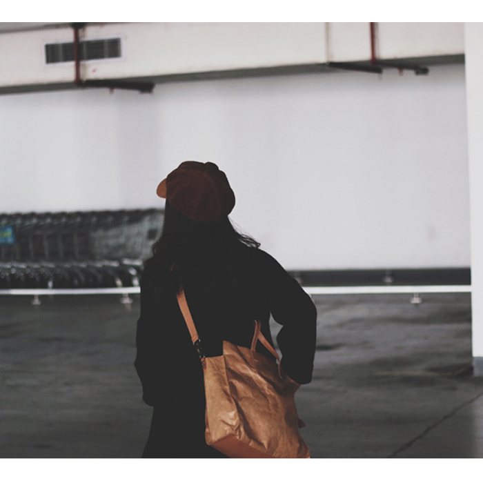 【一只牛皮纸包】牛皮纸效果纸包袋斜跨手提两用包男女通用韩国潮