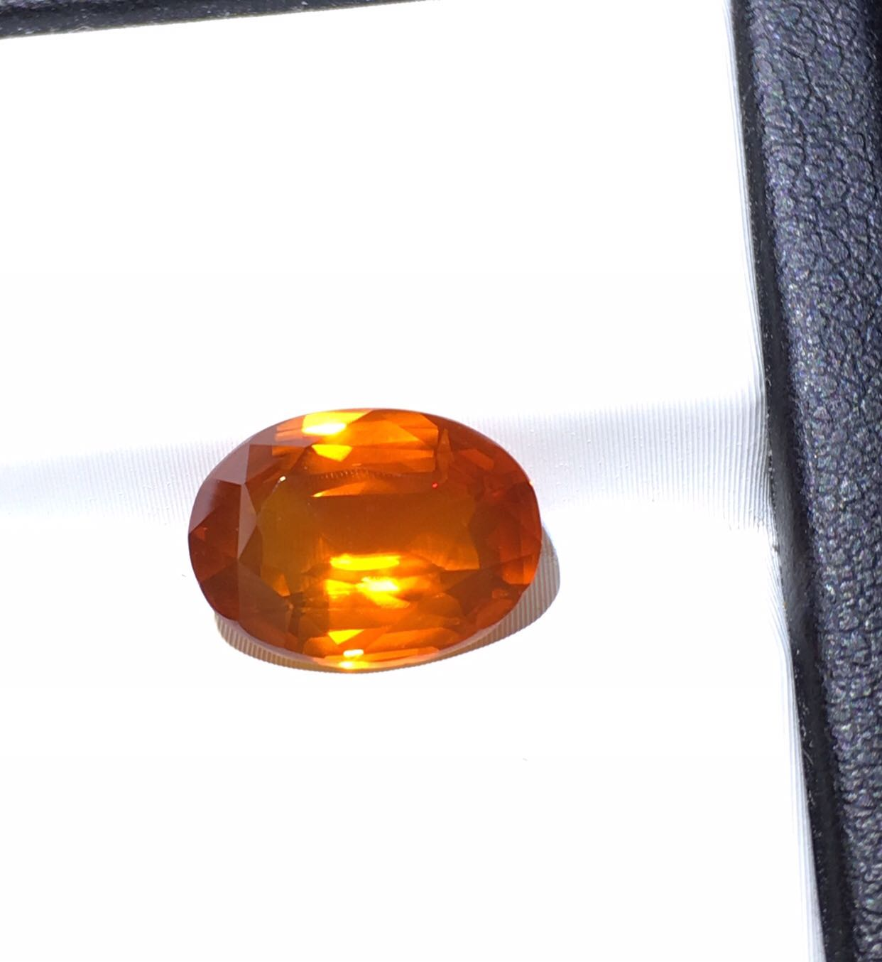 International Certificate of 4.55 carat Natural Orange Sapphire bare stone belt