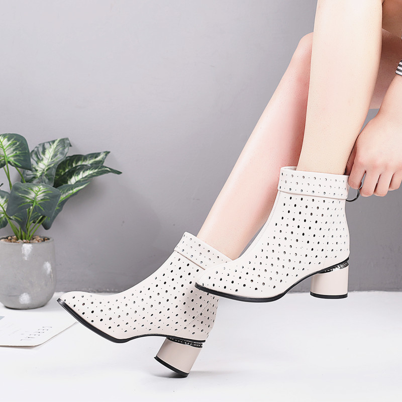真皮镂空短靴女夏季2020凉靴子女粗跟大码女靴洞洞鞋春秋单靴中跟图片