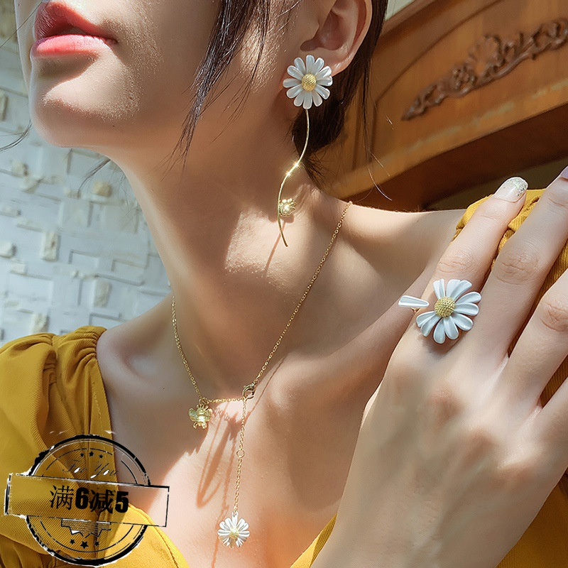 925 silver needle Korean fashion Daisy Earrings Ring Necklace Set Net red power Zhilong fresh earrings earrings earrings