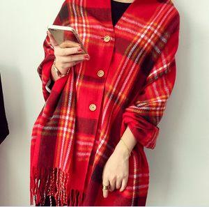 仿羊绒纽扣新款女士斗篷披肩秋冬季两用加厚流苏格子围巾韩版