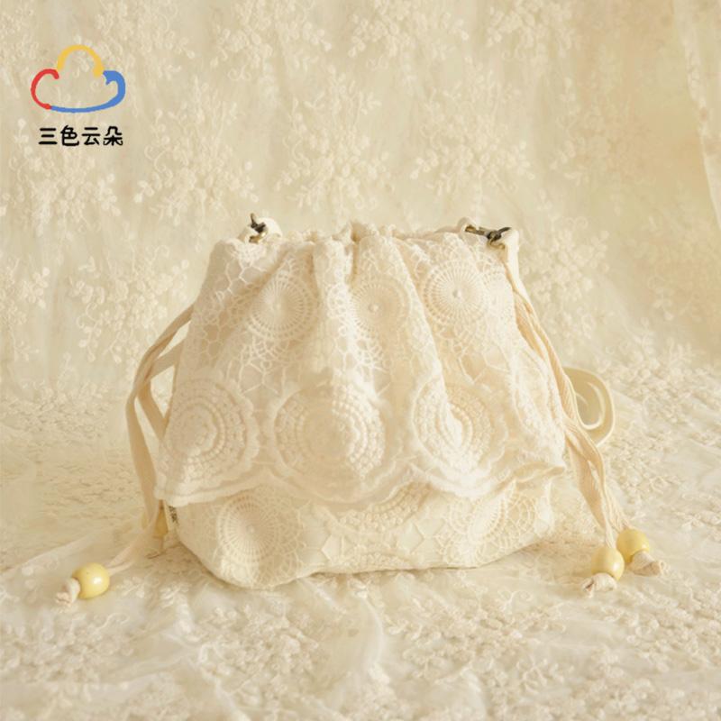 白色手提包女名媛小香风冬季斜跨秋冬款蕾丝刺绣水桶包森系斜挎包图片