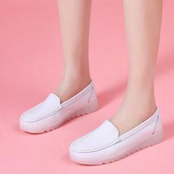 护士鞋女软底2021春秋季新款韩版白色平底坡跟透气防滑休闲单鞋女