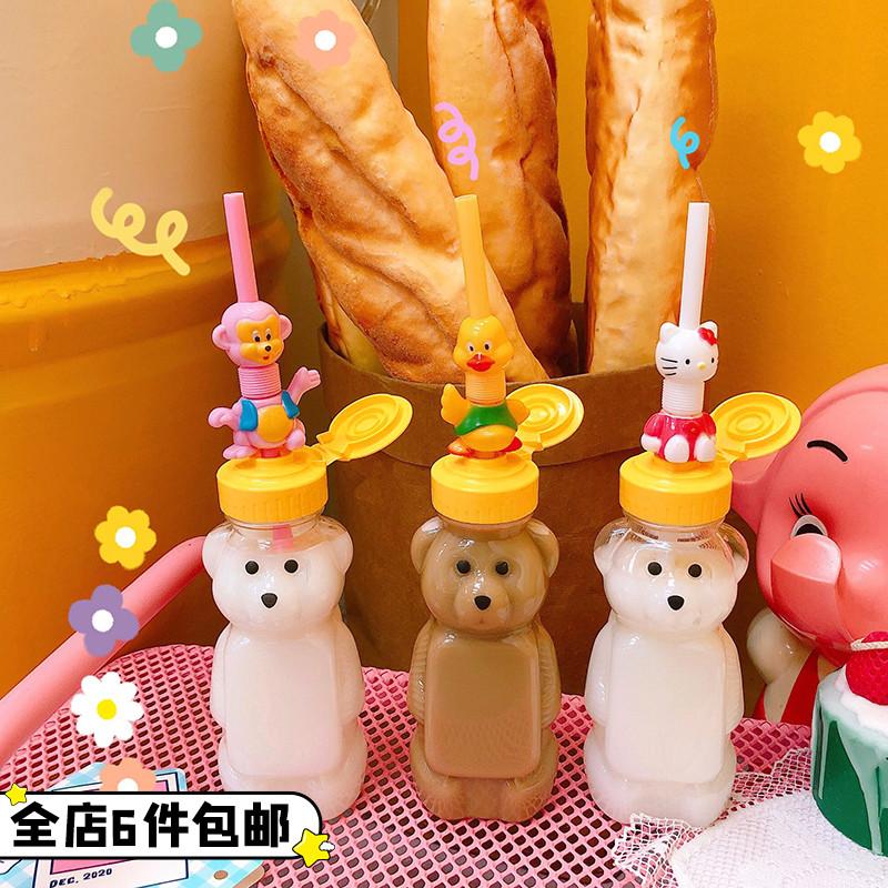 可爱吸管杯大人幼儿园儿童塑料杯便携少女心小熊瓶子斜挎可背水杯