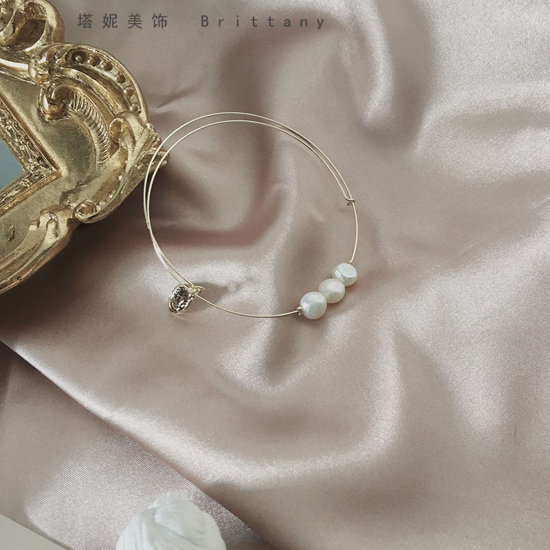 Tani ins small group design retro French fairy air floating metal temperament with pearl bracelet bracelet girl