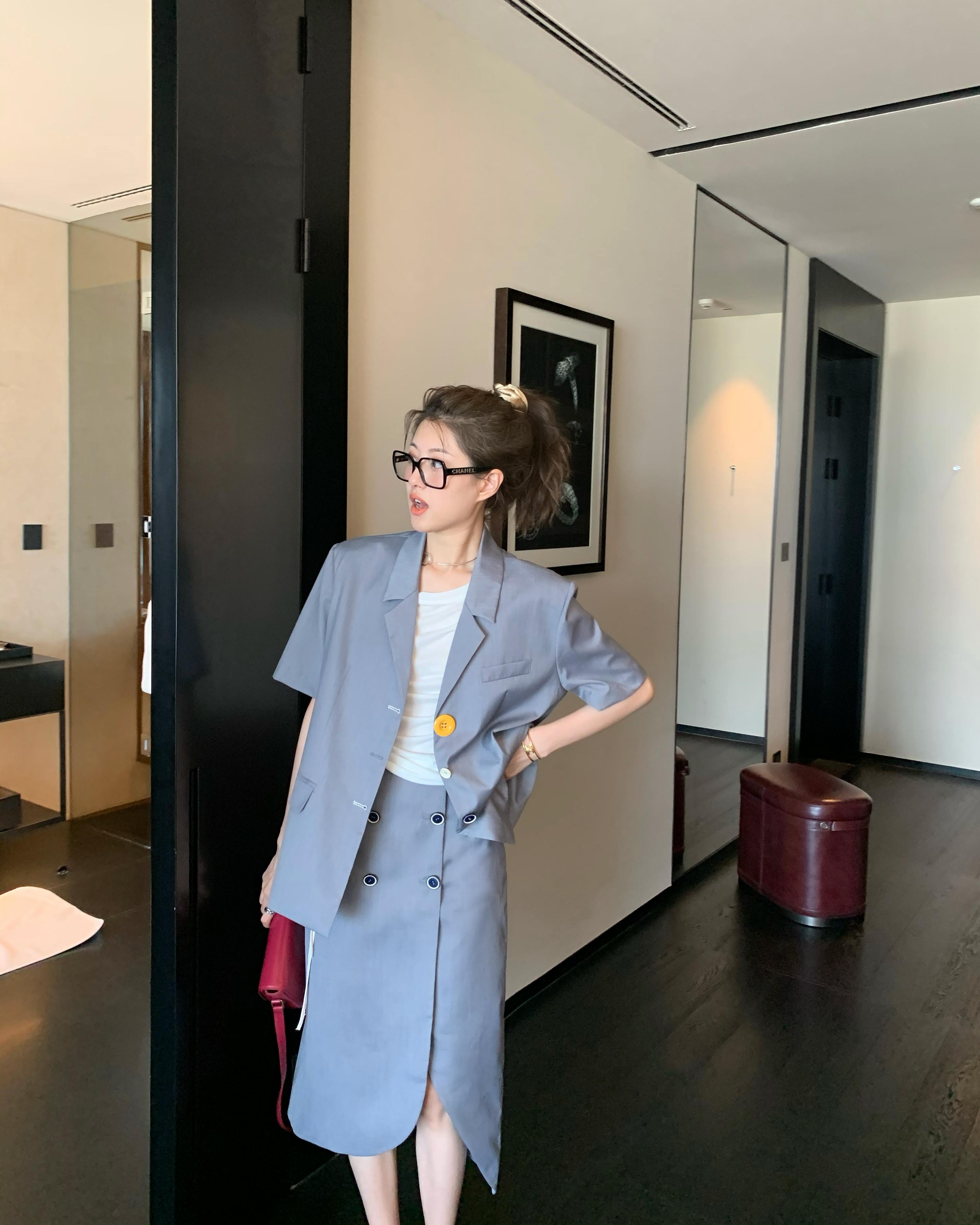 顽童大人  童老板超爱的飒飒西服套装女夏季休闲时尚半身裙两件套
