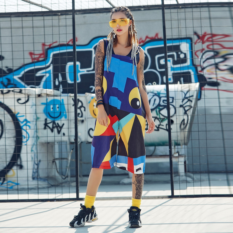 Street conjoined strap wide leg pants suspender pants 7-point hip hop hip hop dance European and American womens wide pine yuan Sufeng geometry