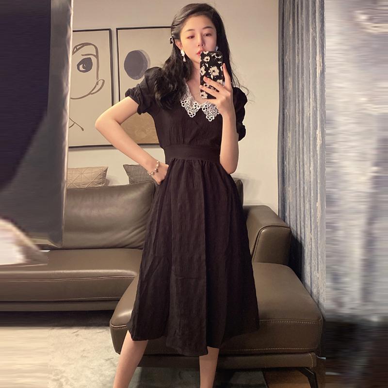 实拍2021夏撞色蕾丝娃娃领泡泡袖中长款黑色连衣裙赫本小黑裙P65