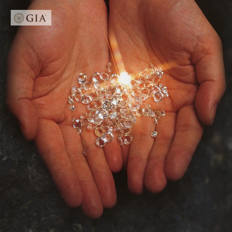 В ровный и широкий заклинание покупка 1 карат бриллиантов gia алмаз сделанный на заказ аутентичные один карат алмаз выйти замуж бриллиантовое кольцо брак сдаваться женщина