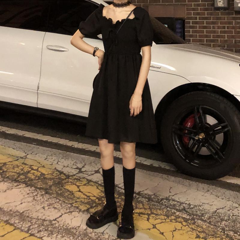 2020春装新款韩版高腰法式小众黑裙一字肩收腰显瘦短袖连衣裙女潮图片