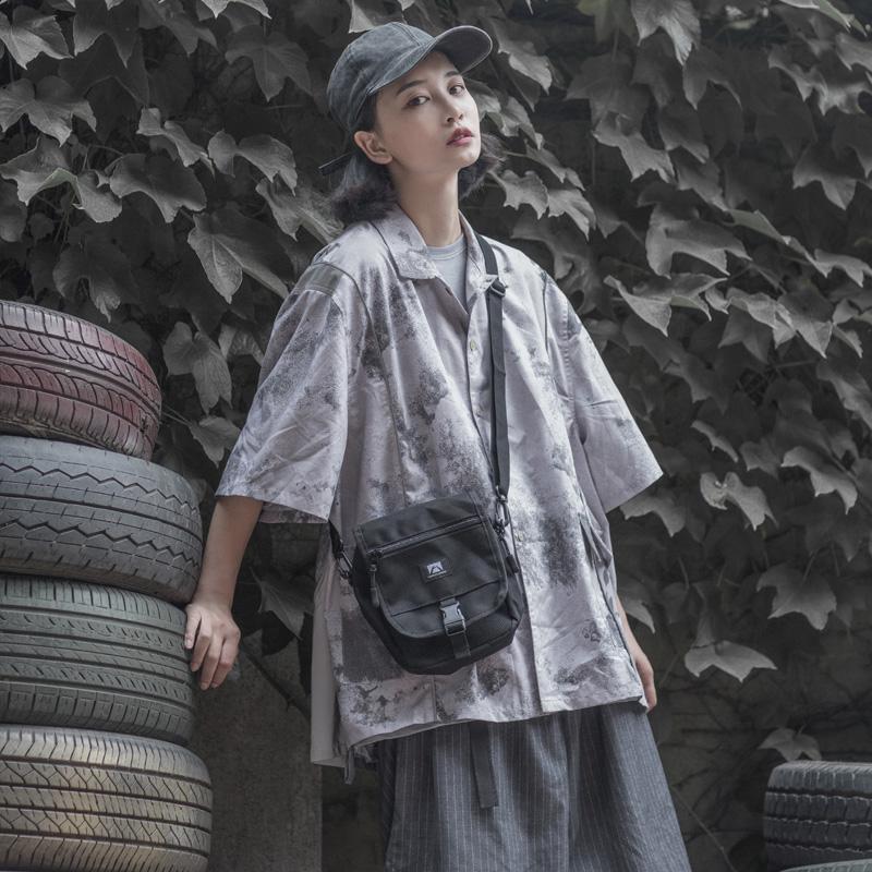 自由大道韩版百搭夏天斜挎小包女工装嘻哈网红蹦迪包男单肩包背包