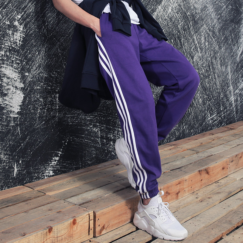 Three pairs of carrying sports pants for boys and girls small legged pants for boys and girls