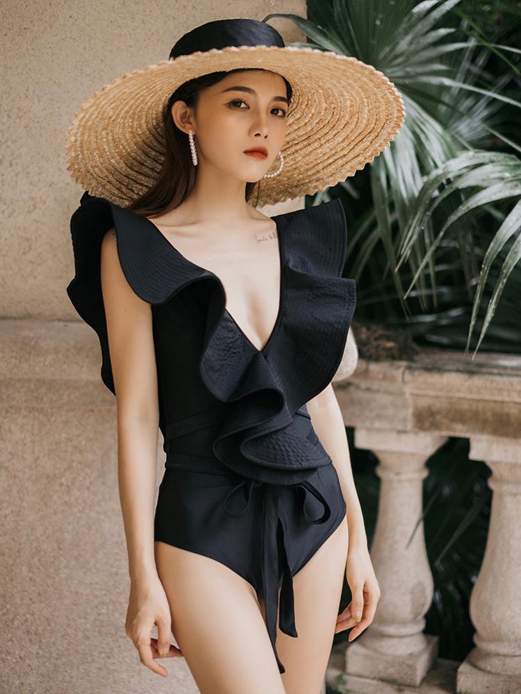 泡温泉泳衣女性感超仙女范连体黑色显瘦遮肚荷叶边沙滩度假比基尼