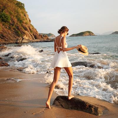 三亚穿的裙子沙滩裙女小个子显高显瘦白色露背海边度假吊带连衣裙