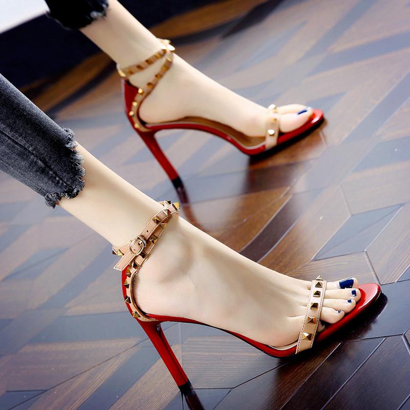 一代佳人2021流行女鞋新款凉鞋夏季细跟百搭露趾一字带铆钉高跟鞋