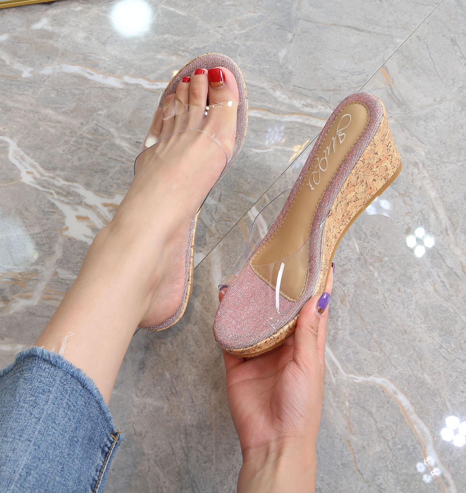 夏季新款中跟坡跟亮片拖鞋女松糕底厚底防水台凉拖鞋沙滩鞋透明拖
