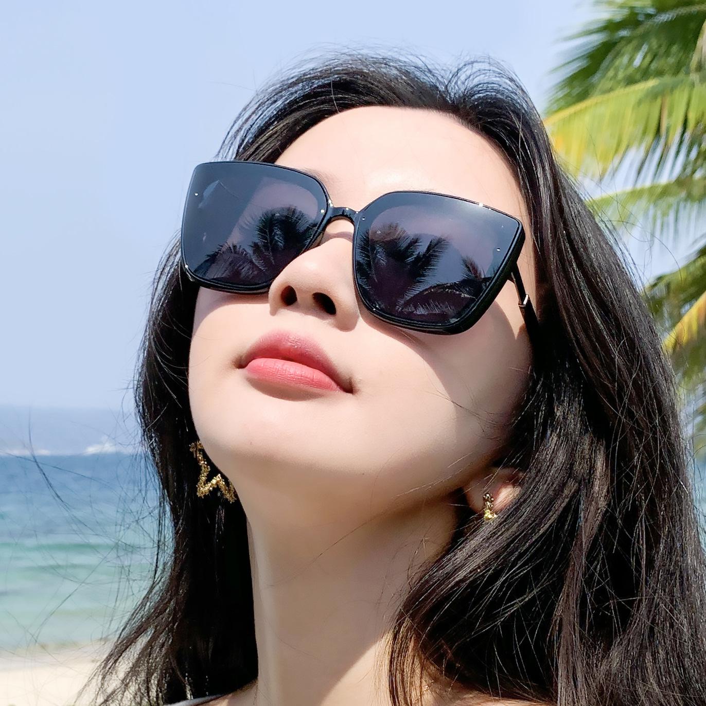 European and American sunglasses, Korean fashion 2021 new large square frame anti ultraviolet glasses, cat Shaped Sunglasses for women