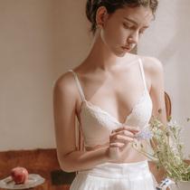 六楼法式内衣女三角杯文胸蕾丝无钢圈小胸聚拢夏季超薄款胸罩套装