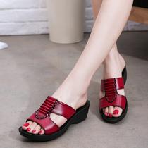 新款妈妈拖鞋真皮软底中老年坡跟凉拖中年女凉拖鞋平底舒适老人鞋
